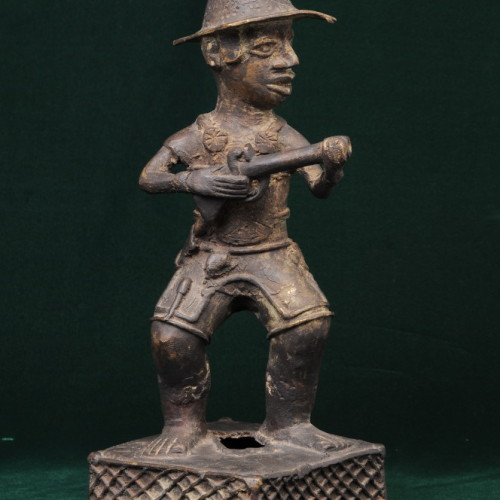 Portuguese soldier with musket, Nigeria (bronze) front full
