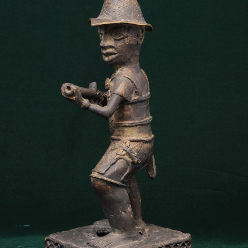 Portuguese soldier with musket, Nigeria (bronze) left full