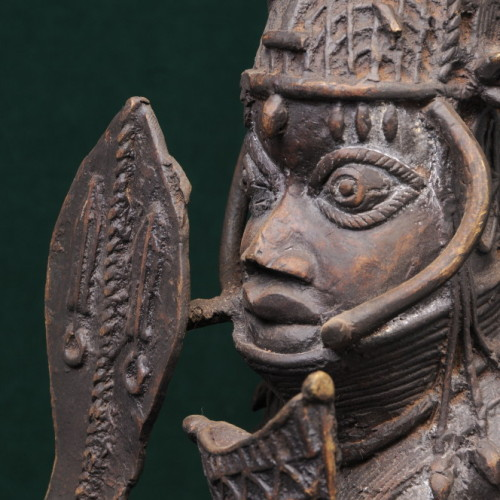 Soldier with sword, Yoroba, (bronze) right close-up