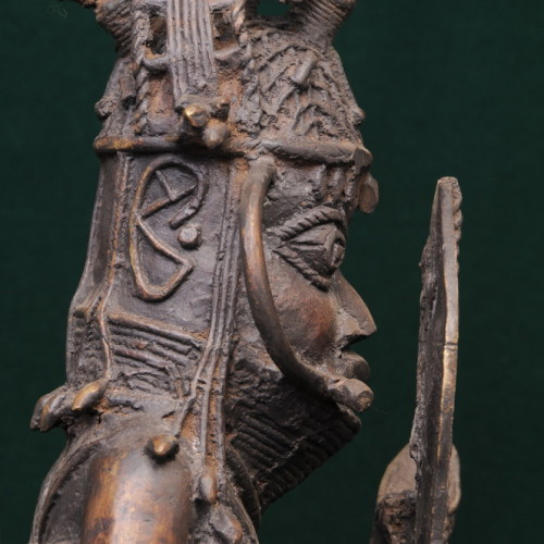 Soldier with sword, Yoroba, (bronze) left close-up